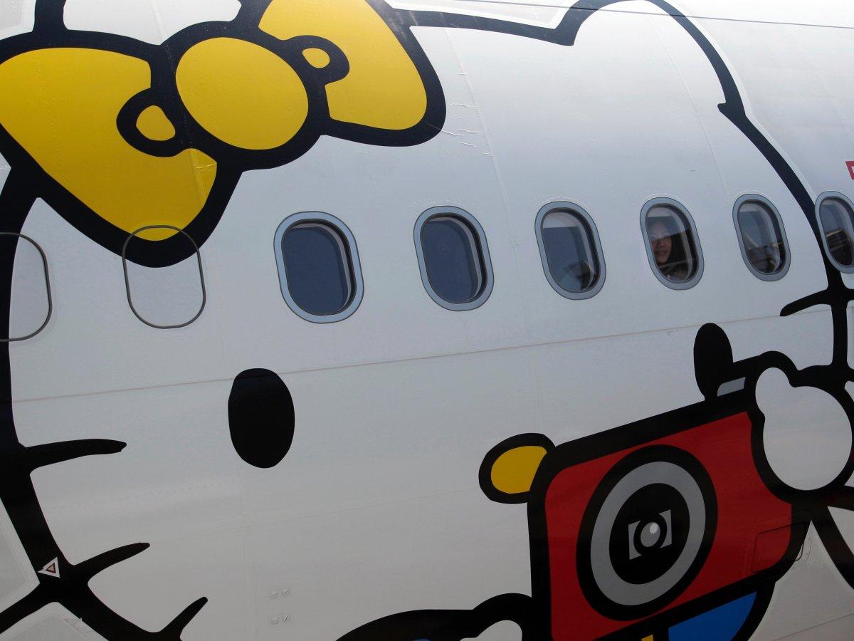 Khám phá máy bay Hello Kitty dễ thương nhất thế giới - 3