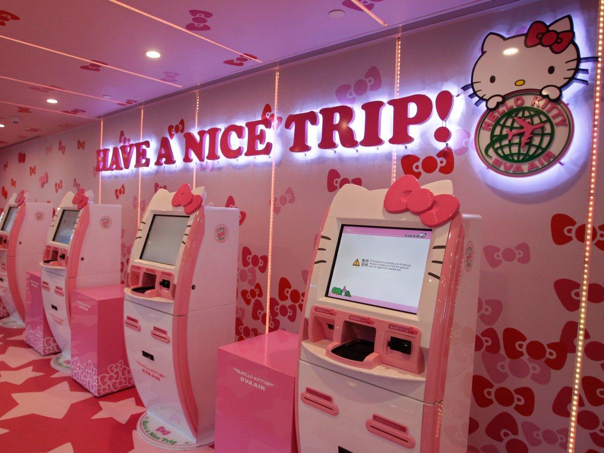 Khám phá máy bay Hello Kitty dễ thương nhất thế giới - 4