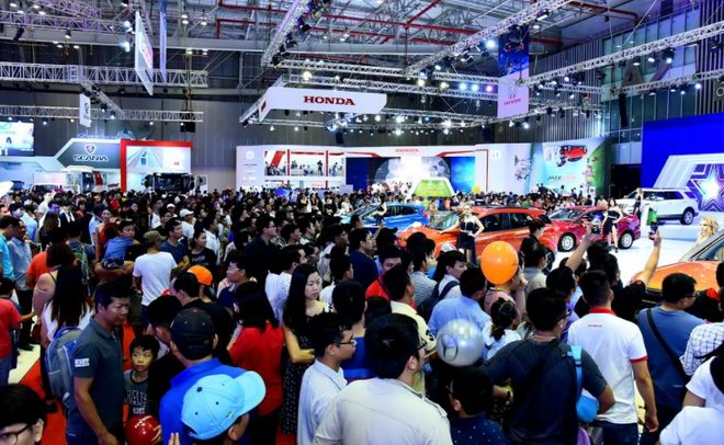Hơn 150 nghìn lượt khách tham quan Triển lãm ô tô Việt Nam 2017 - 2
