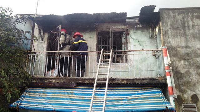Bà bồng cháu 2 tuổi tháo chạy khỏi căn nhà rực lửa ở SG - 2