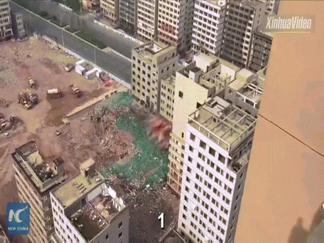 Choáng với cảnh 36 tòa nhà chọc trời sập trong 20 giây ở TQ