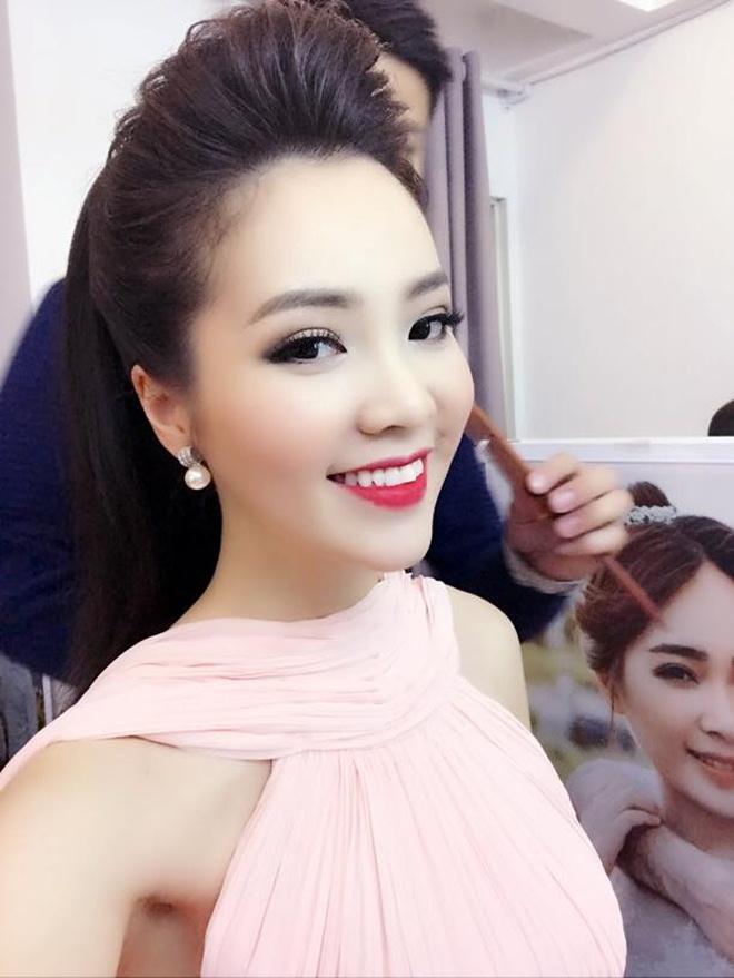 """4 MC đẹp hơn hoa hậu đang """"chiếm sóng"""" VTV - 6"""