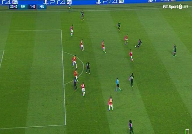Mourinho kêu MU thua oan Real, đòi dùng công nghệ - 1