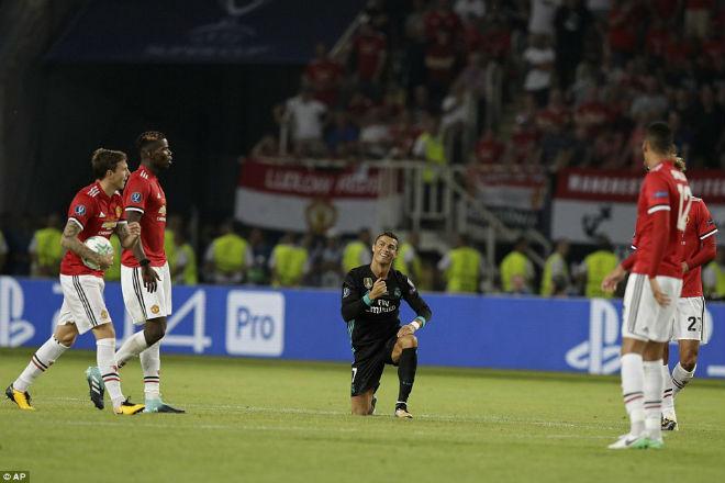 Ronaldo ôm hôn Mourinho, triệu fan MU mơ ngày tái hợp - 3