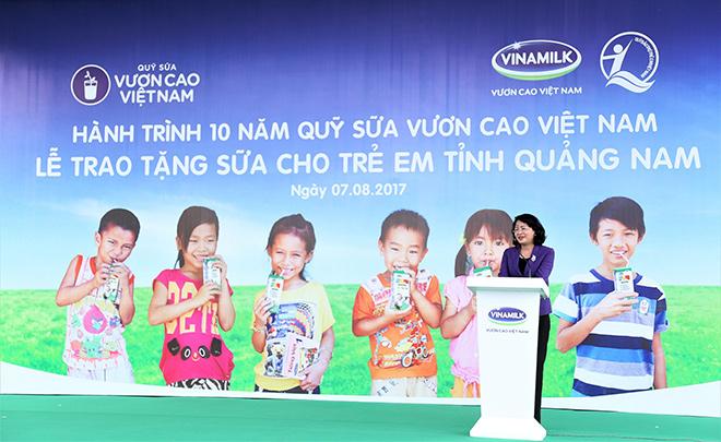 Quỹ sữa Vươn cao Việt Nam trao tặng 46.500 ly sữa cho trẻ em Quảng Nam - 1