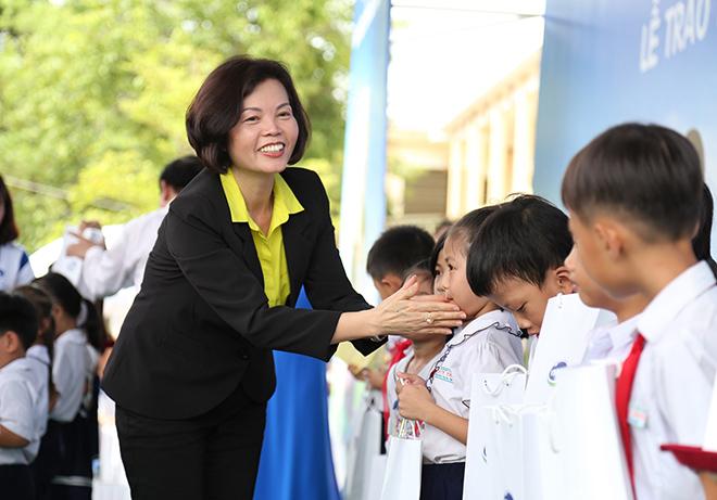 Quỹ sữa Vươn cao Việt Nam trao tặng 46.500 ly sữa cho trẻ em Quảng Nam - 2