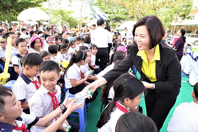 Quỹ sữa Vươn cao Việt Nam trao tặng 46.500 ly sữa cho trẻ em Quảng Nam - 4