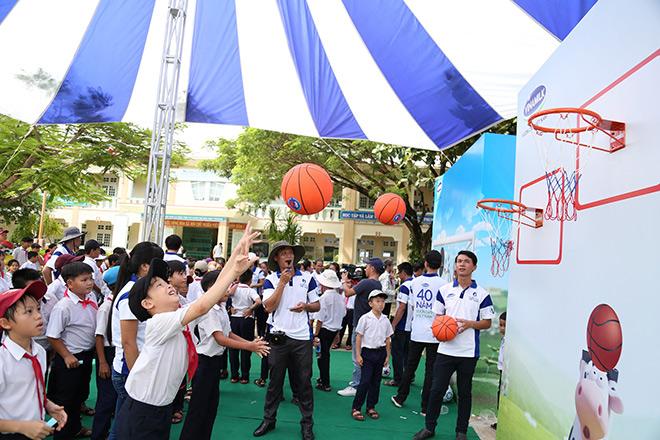 Quỹ sữa Vươn cao Việt Nam trao tặng 46.500 ly sữa cho trẻ em Quảng Nam - 5