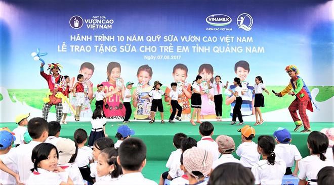 Quỹ sữa Vươn cao Việt Nam trao tặng 46.500 ly sữa cho trẻ em Quảng Nam - 6