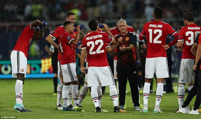 """Real """"chấp"""" Ronaldo vẫn tô đậm kỷ lục, MU-Mourinho thêm quả đắng - 2"""