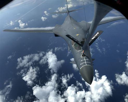 Bị Trump đe dọa, Triều Tiên cân nhắc dùng tên lửa Hwasong-12 nghiền nát Guam - 3