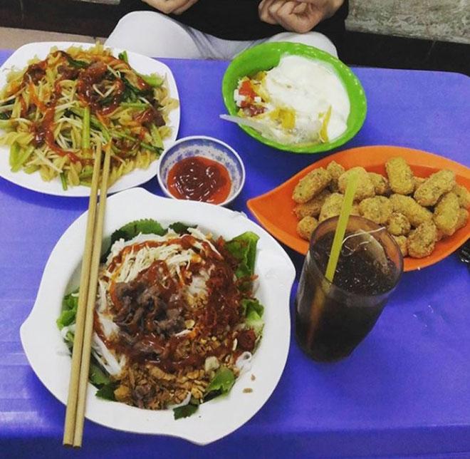 """Những khu ăn vặt nổi tiếng """"cái gì cũng có"""" ở Hà Nội - 6"""