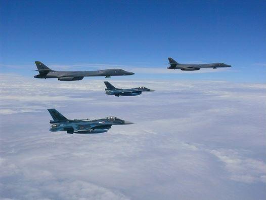 """Triều Tiên đe dọa, Mỹ sẵn sàng """"chiến đấu ngay tối nay"""" - 1"""