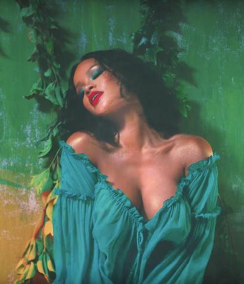 """Những bộ cánh """"nhìn hết muốn ăn thịt mỡ"""" của Rihanna! - 5"""