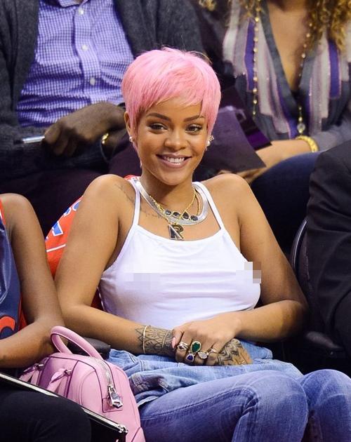 """Những bộ cánh """"nhìn hết muốn ăn thịt mỡ"""" của Rihanna! - 6"""