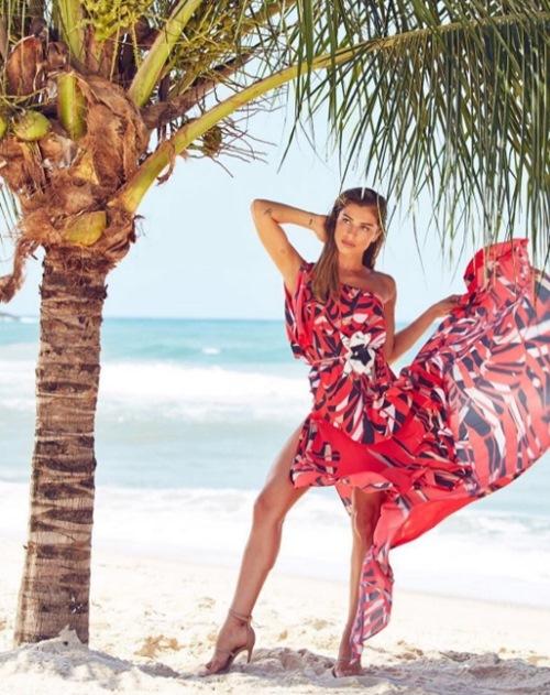 """Sự thực vụ Top 3 Hoa hậu Brazil 2004 """"mây mưa"""" nơi công cộng - 4"""