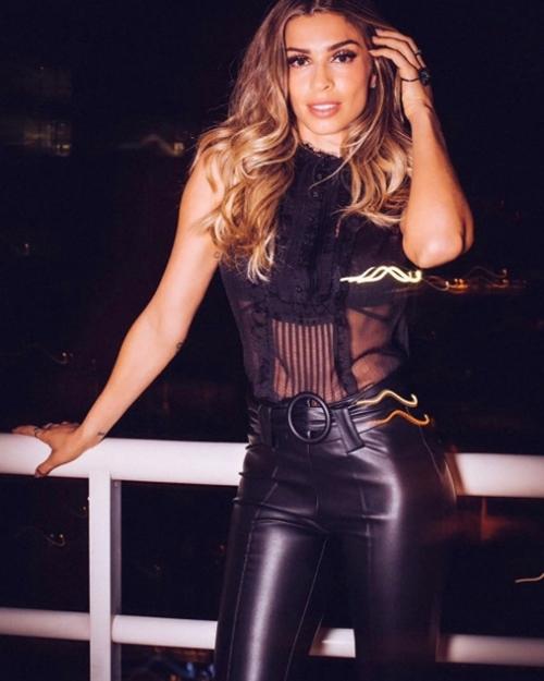 """Sự thực vụ Top 3 Hoa hậu Brazil 2004 """"mây mưa"""" nơi công cộng - 6"""