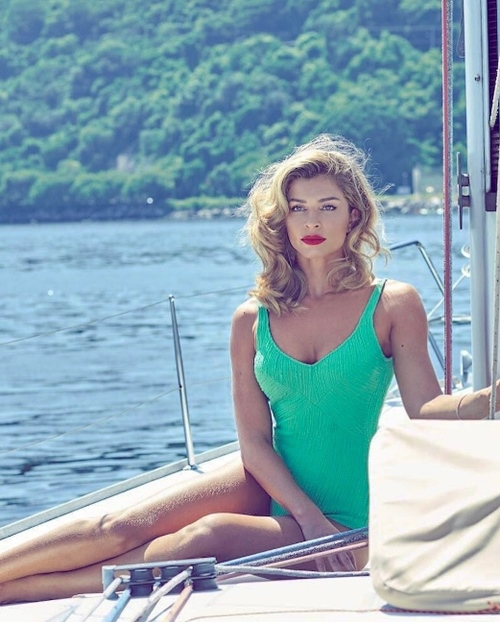 """Sự thực vụ Top 3 Hoa hậu Brazil 2004 """"mây mưa"""" nơi công cộng - 8"""