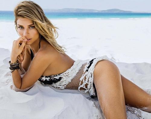 """Sự thực vụ Top 3 Hoa hậu Brazil 2004 """"mây mưa"""" nơi công cộng - 13"""