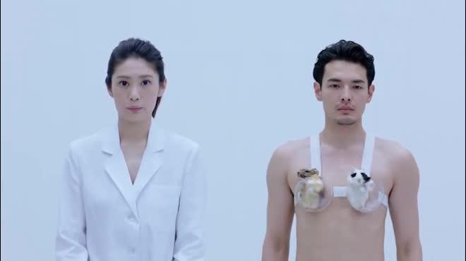 Quảng cáo nội y vô duyên, đo vòng 1 bằng thú, bị cấm tại Nhật