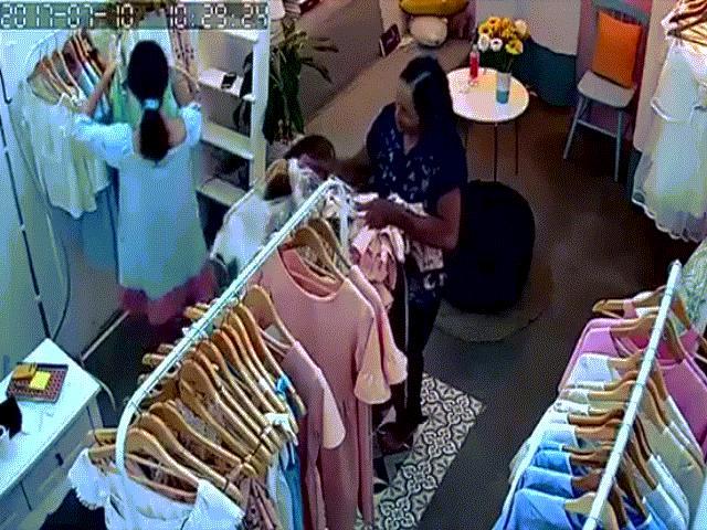Bà già chuyên mang bao tải đi trộm đồ shop quần áo bị mời lên phường