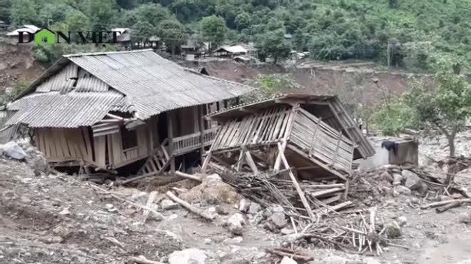 Hậu mưa lũ Sơn La: Bé gái suốt 7 ngày đi tìm bố và anh mất tích