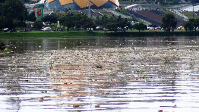 Phát hoảng khi thấy hồ Xuân Hương mộng mơ như bể chứa rác - 4