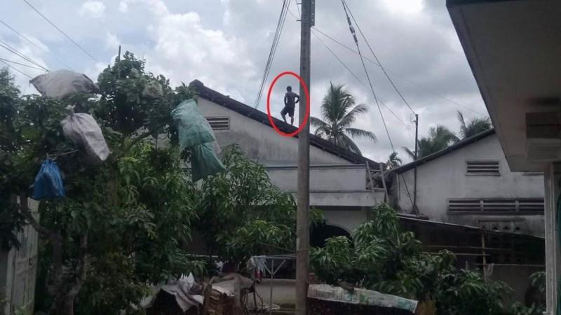 Thanh niên nghi ngáo đá, cố thủ 8 tiếng trên nóc nhà - 3