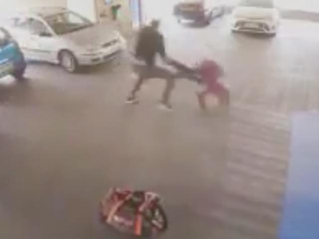 """Vác súng đi cướp, gặp võ sỹ MMA: Ăn đòn """"thân tàn ma dại"""" - 1"""