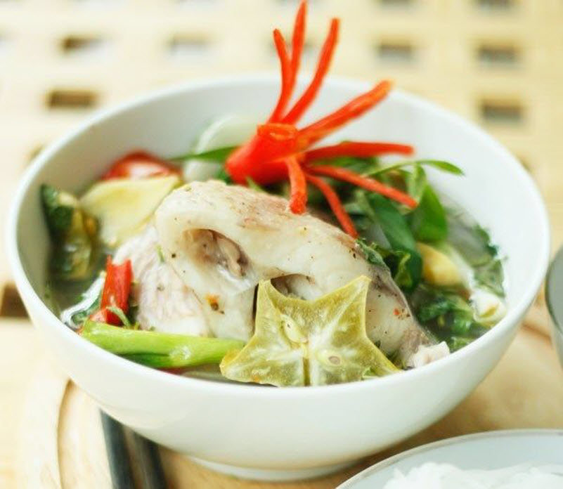 Cá hấp khế nóng hổi cho bữa cơm chiều ngon đậm đà - 3