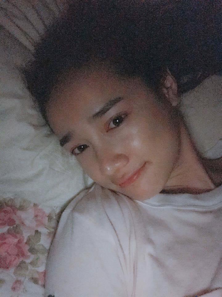 Nhã Phương khoe ảnh trên giường, mặt mộc đẹp mê ly - 1