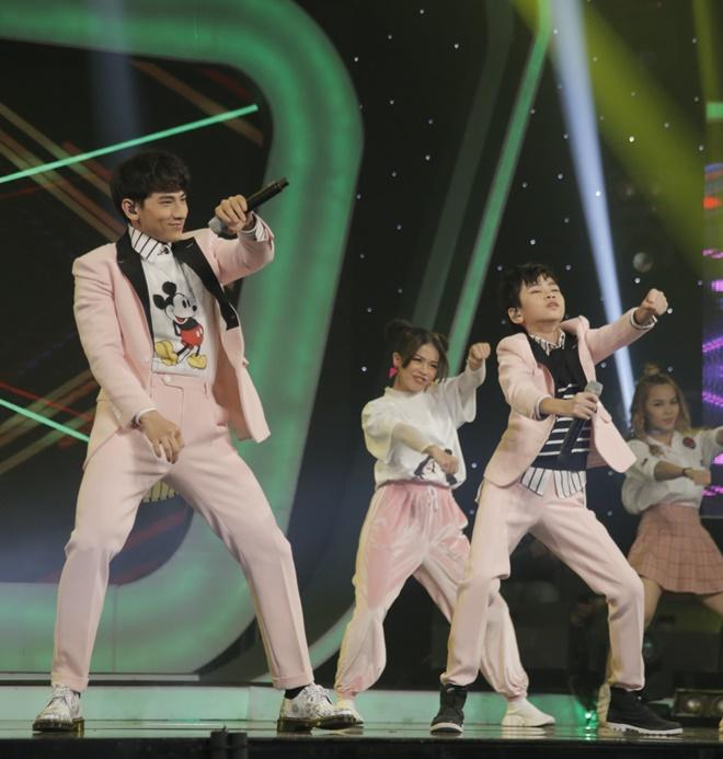 Khoe đủ tài lẻ, cậu bé 12 tuổi giành giải 300 triệu của Vietnam Idol Kids - 8