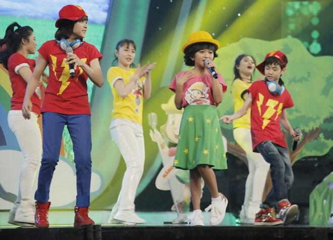 Khoe đủ tài lẻ, cậu bé 12 tuổi giành giải 300 triệu của Vietnam Idol Kids - 4
