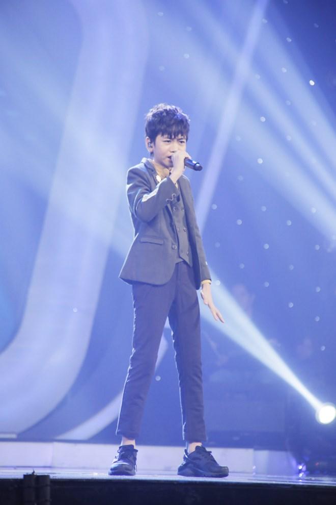 Khoe đủ tài lẻ, cậu bé 12 tuổi giành giải 300 triệu của Vietnam Idol Kids - 6