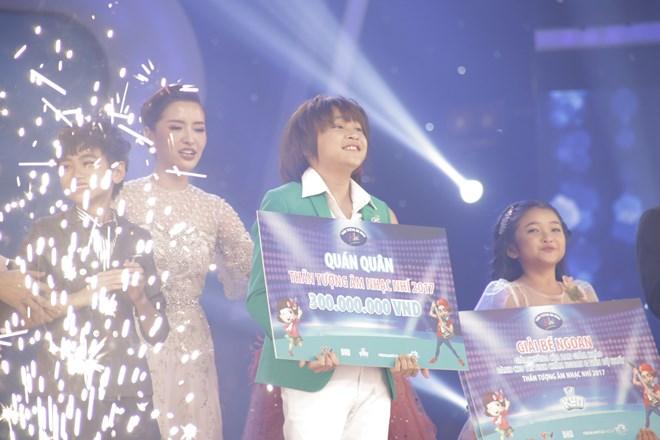 Khoe đủ tài lẻ, cậu bé 12 tuổi giành giải 300 triệu của Vietnam Idol Kids - 1