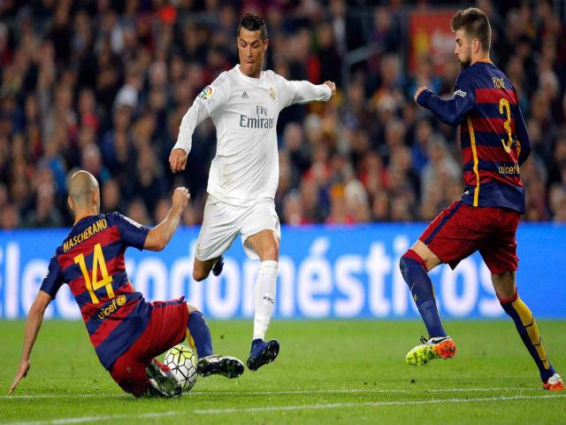 Siêu kinh điển: Ronaldo đá dự bị, nhàn nhã hạ Messi & đoạt Quả bóng Vàng