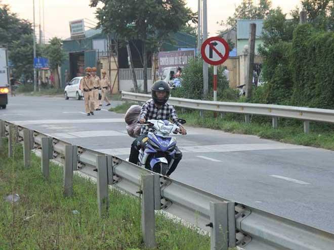 Xe máy đua cùng tử thần trên cao tốc - 1