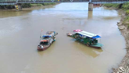 Nam thanh niên bất ngờ nhảy sông Kinh Thầy mất tích - 2
