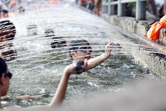 Ao tù hoá bể bơi xanh mát vạn người mê ở Hà Nội - 8