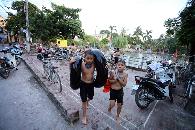 Ao tù hoá bể bơi xanh mát vạn người mê ở Hà Nội - 12