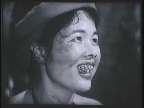 Choáng với tạo hình răng vẩu, ngọng líu lô của các người đẹp màn ảnh Việt - 11