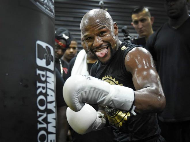 """Boxing tỷ đô: Mayweather """"luyện công"""" trước rừng fan, thề đấm gục McGregor - 1"""