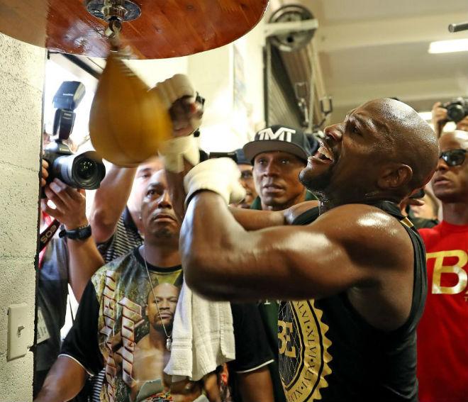 """Boxing tỷ đô: Mayweather """"luyện công"""" trước rừng fan, thề đấm gục McGregor - 3"""