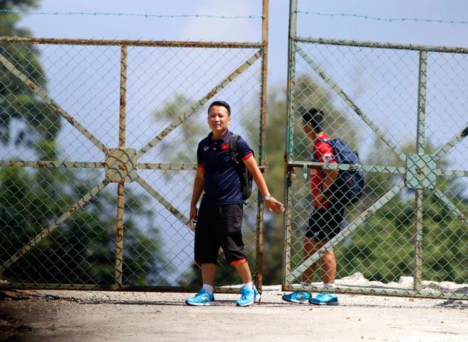 """U22 Việt Nam bị Malaysia """"chơi xấu"""", HLV Hữu Thắng bực mình - 3"""