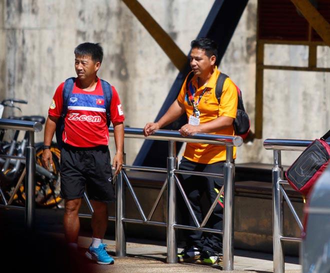 """U22 Việt Nam bị Malaysia """"chơi xấu"""", HLV Hữu Thắng bực mình - 4"""