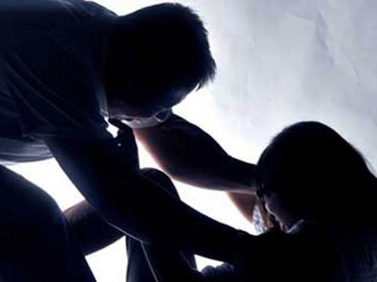 Đột nhập nhà, dùng kéo khống chế, hiếp dâm trẻ em - 1