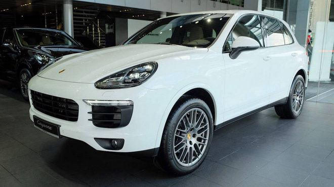 Porsche Cayenne Platinum Edition giá 5,3 tỷ đồng tại Việt Nam - 1