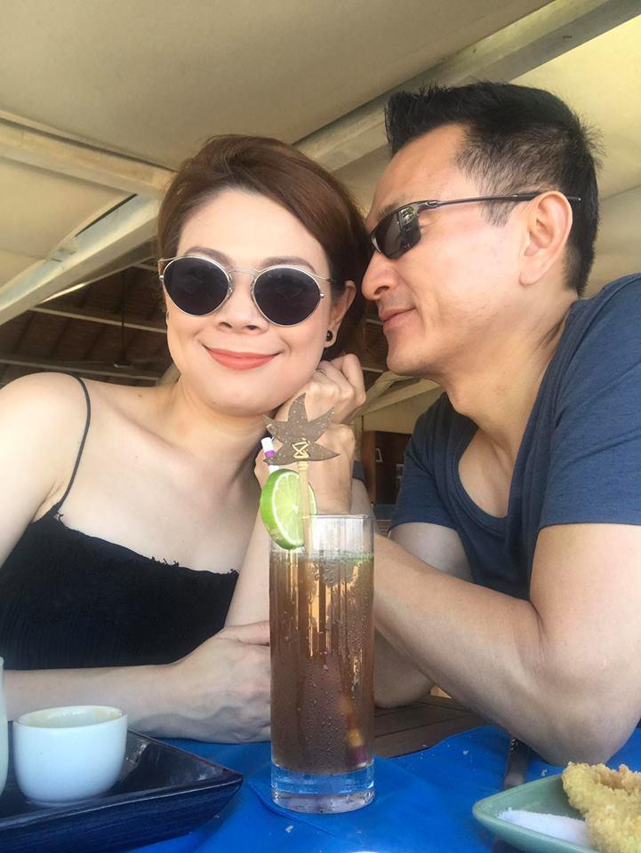 """Vợ cũ Phan Thanh Bình lại khoe ảnh bên """"trai lạ"""" - 3"""