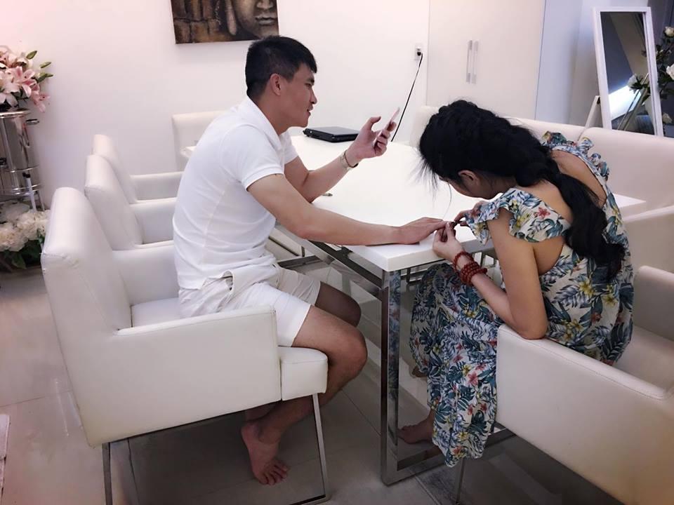 """Vợ cũ Phan Thanh Bình lại khoe ảnh bên """"trai lạ"""" - 10"""