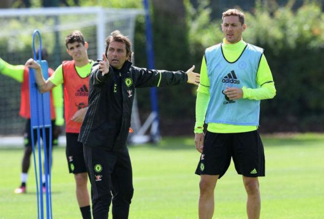"Chelsea thua sốc: ""Triệu fan"" MU hả hê, báo chí khen Morata, mắng Conte - 2"